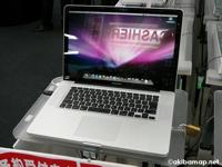新型 MacBook Proの展示@ヨドバシAkiba