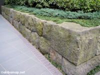 最先端ビルに残る江戸時代中期の石垣  − 秋葉原UDXビルの石垣